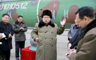 김정은과-북핵-과학자들