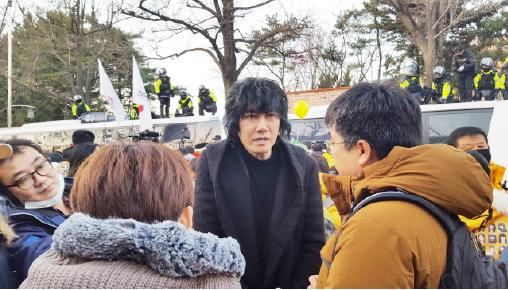▲ 박근혜 퇴진 촛불시위에 나선 김장훈씨