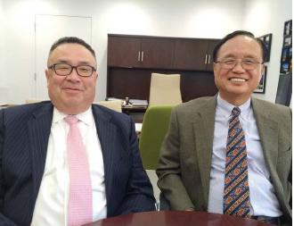 ▲ 김영만 노아은행 이사장(오른쪽)은 1급폭행혐의로 용의자가 경찰에 체포된 이 사건에 대해 '모기지 대출과 관련, 건물을 보고 저녁식사를 하다 찰과상을 입었다'고 사건을 축소했었다.