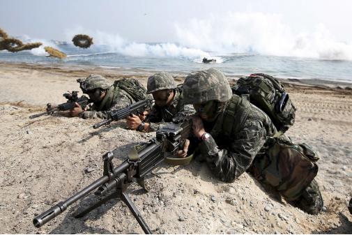 ▲ 「참수작전」훈련에 나서고 있는 한미 군인들.