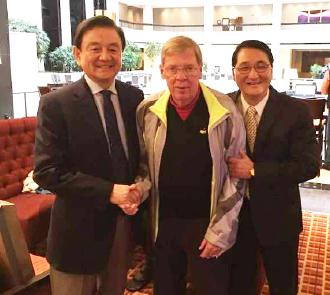 ▲ 홍석현전회장과 조니 아이작슨 연방상원의원, 이방석목사