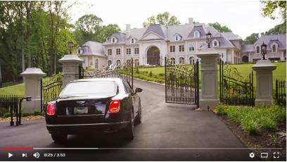 ▲ 이영주가 그레이트폴스에 지으려 했던 베르사이유궁전을 본뜬 주택, 2012년 워싱턴포스트에 보도되면서 이씨는 이 주택을 포기했고 다른 사람이 1500만달러를 들여 이 주택을 지었다. 이씨는 워싱턴포스트 보도로 사법당국의 주목을 받게 됐고, 결국 2억달러보험사기행각이 적발됐다.
