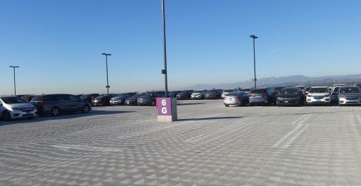 ▲ 7층짜리 대형 주차장에는 인근 자동차딜러 회사 차량들이 세워져 있다.