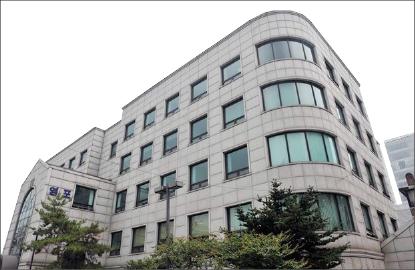 ▲이명박 전 대통령이 청계재단을 만들려 출연한 재산 중 하나인 서울 서초구 서초동의 영포빌딩.
