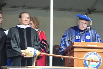▲ 2008년 5월 17일 뉴저지 센터너리칼리지에서 명예철학박사학위를 받을때의 김용걸 신부