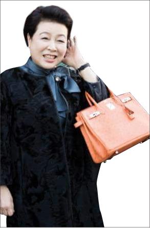 ▲ 헤르메스 타조가죽 버킨을 김윤옥여사, 이순례씨가 선물한 가방과 동일모델, 동일 색깔로 이순례씨가 준 가방으로 추정된다.