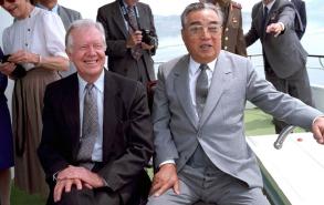 ▲ 카터 전대통령이 1994년 김일성을 만나고 있다.