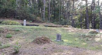▲  공주 샤프 선교사 묘역. 왼쪽 비석자리가 사애리시 남편 무덤.