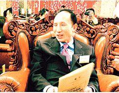 ▲ 2003년 1월 23일 뉴욕에서 열린 뉴욕후원회 모임에 참석한 이명박 당시 서울시장