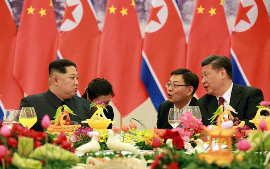 ▲ 북중정상회담에 김정은은 여성통역사를 두었다.