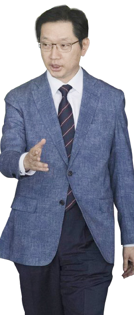 ▲ 여당의원 김경수 지키기 총동원: 민주당이 이재명, 안희정 두 정치인과 거리를 어느 정도 유지하는 것과 달리 김경수 경남도지사에 대해서는 앞서거니뒷서거니 하면서 나서서 방패막이를 자처하고 있다.