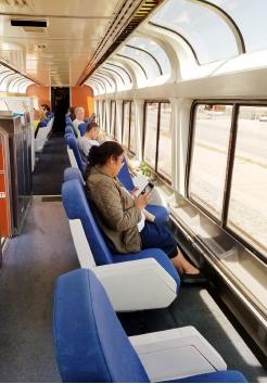 ▲차창 밖을 구경하도록 좌석이 마련되어 있다.
