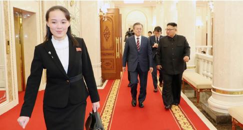 ▲ 김여정(왼쪽)은 이번 정상회담에 밀착보좌로 존재감을 높였다.