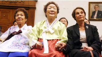 ▲이용수 할머니(중앙)가 일제 만행을 고발하고 있다.