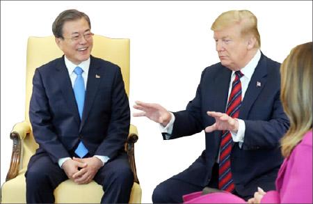 ▲ 백악관 오벌오피스에서 문재인 대통령이 트럼프 대통령의 이야기를 듣고 있다.