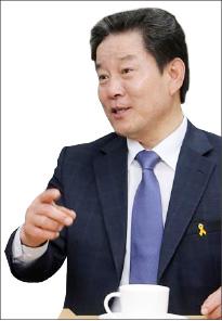 ▲  신한금융지주는 문재인 정부 들어서는 보다 적극적으로 정치권과 만남을 가졌다. 대표적 인물이 더불어민주당 정재호 의원이다.