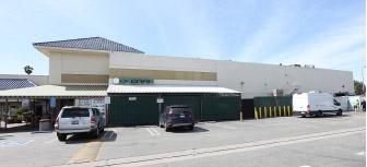▲ 대낮에 주차장 강도사건이 발생한 밸리 그린랜드 마켓(왼편)
