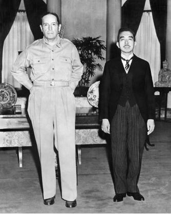 ▲ 맥아더 원수와 히로히토 일본국왕