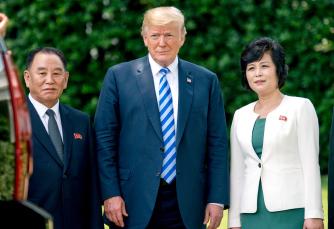 ▲ 김영철 북한 노동부위원장(왼쪽)이 미국방문 당시 트럼프 대통령과 만나고 있다.