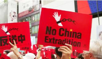 ▲  '시위에 등장한  '중국 송환 반대'  구호판