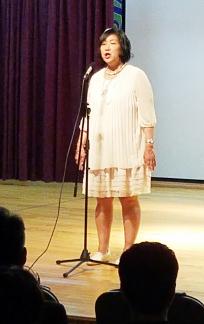 ▲특별 초청된 마가렛 이씨가 어머니 사랑을 노래하고 있다.