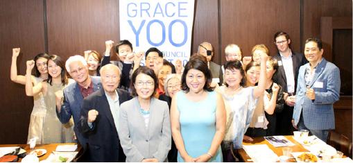 ▲코리아타운 10지구 시의원 선거에 나선 그레이스 유 후보(앞줄 오른편)가 후원자들과 선전을 기약하고 있다.