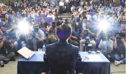 ▲ 조국 법무장관이 임명 전 기자회견 형식으로 하는 11시간 미디어 회견을하고있다.