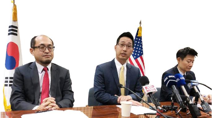 ▲초기 3인 이사(왼쪽부터) 황인상부총영사, 조나탄 박 변호사, 원정재 변호사