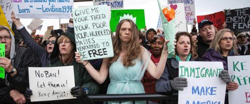 ▲트럼프 '반이민정책'에 반대하는 시민들 시위