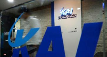 ▲ 검찰이 국내 최대 방산업체 한국항공우주산업(KAI)의 원가조작 비리 혐이 등에 대해 본격 수사에 착수했다. 사진은 14일 오후 압수수색이 진행 중인 KAI 서울사무소 모습.