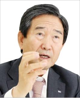 ▲ 박 전 대통령은 2015년 12월 직접 KAI의 경남 사천 본사를 찾아 임직원들을 격려하기도 했다. 이듬해인 2016년 5월 하 대표는 연임에 성공했다.