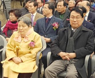 ▲ 약산 김원봉 장군의 여동생 김학봉 여사와 조카 김태영 박사