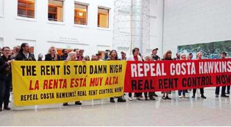 ▲ 시민단체들이 코스타호킨스법 폐지 시위를 벌이고 있다.