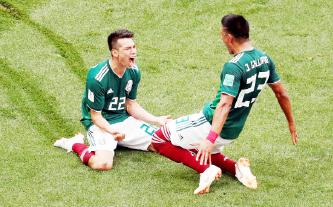 ▲ 월드컵-멕시코 선수가 첫골을 넣고 기뻐하고 있다