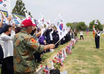 ▲중가주리들리 애국선조묘역에서 만세삼창이 울려퍼졌다.