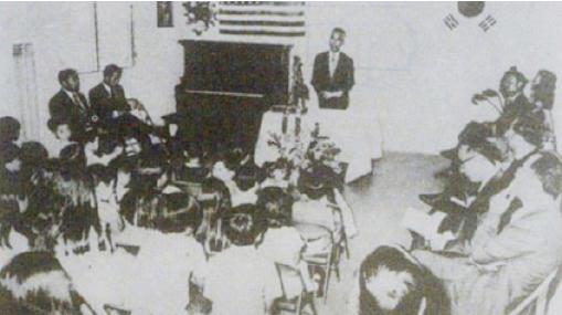 ▲1972년 남가주한국학원이 설립 당시 초대 송철 이사장이 인사말을 하고 있다.