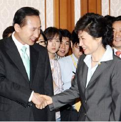 ▲'최태민-최순실 스캔들'은 9년 전인 2007년 한나라당(현 새누리당) 대선후보 경선 당시 제기된 바 있다.