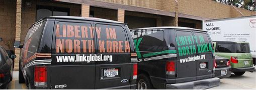 ▲LA카운티에 본부를 둔 LiNK사무실에 봉사차량들이 대기하고 있다.