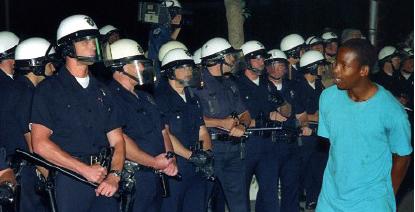 ▲ 미국경찰이 공권력을 행사하는 것은 시민과 공익보호가 우선이기 때문이다.