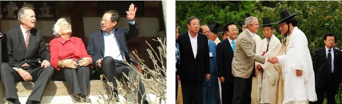 ▲(왼쪽) 2005년 안동을 방문한 류진 풍산금속회장과 아버지 부시대통령부부 ▲ 2009년 8월 안동을 방문한 아들 부시 전대통령