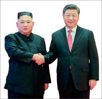 ▲ '시진핑 중국주석'이 북한을 방문해 김정은과 만나고 있다.