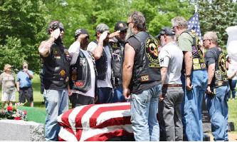 ▲ 장례식에 베트남전과 이라크전 참전 용사들이 운구를 맡았다.