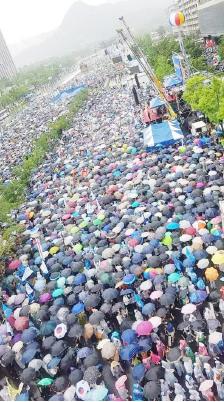 ▲ 폭우 중에도 수십만 시민이 태극기 시위에 나섰다.
