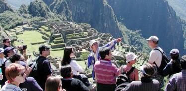 ▲여행사 관광가이드는 여행사의 직원으로 대우해야 한다.(출처: phocuswire)