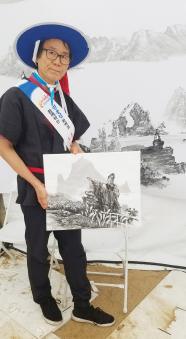 ▲권용섭 화백이 백수산과 독도를 그렸다.