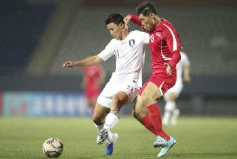 ▲ 북한선수(빨강 유니폼)가 한국선수를 가격하고있다.
