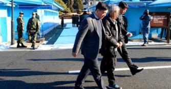 ▲ 2014년 11월 월북한 한국인이 판문점을 통해 북에서 해방됐다.