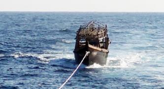 ▲ 강제 북송된 북한 어부들이 승선한 오징어 잡이 어선