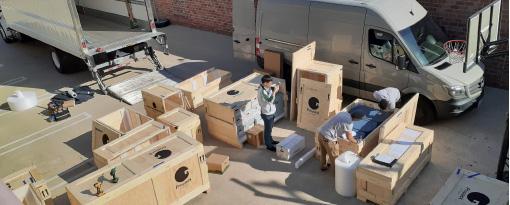 ▲ 국민회유물 2만여 점은 모두 13개 특수 컨테이너에 실려 운송됐다.