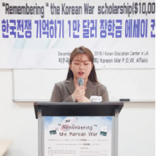 ▲ 대학부 1등상 이지현씨가 작품을 발표하고 있다.
